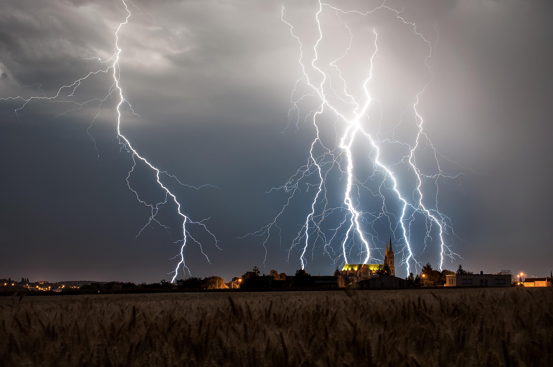 La cathédrale et l'orage - Xavier DELORME