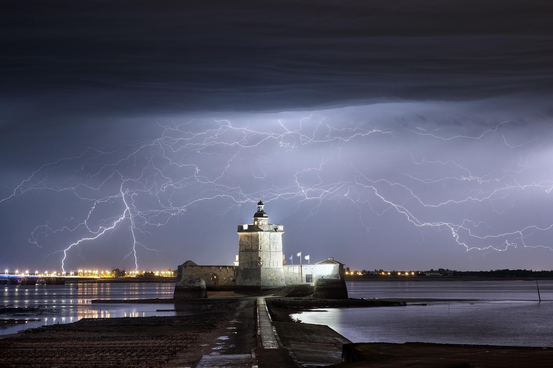 Le Fort Louvois et l'orage - Xavier DELORME