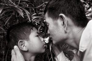 Père et fils, Birmanie - Tiziana et Gianni Baldizzone