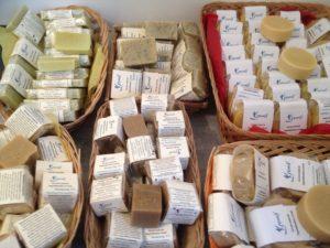 Savons et shampoings artisanaux au naturel - Karine Remy