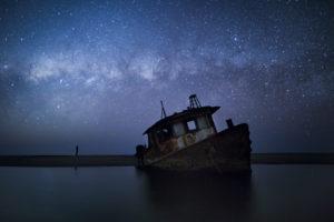 Épave échouée sur la côte le long de la Skeleton Coast, en Namibie - Paul Zizka