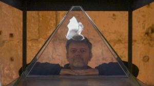 741_rhinologramme_autoportrait-tanguystoeckle-devant-son-petit-rhinolophe-filme-en-ultra-ralenti_hologramme_3000px2.jpg -